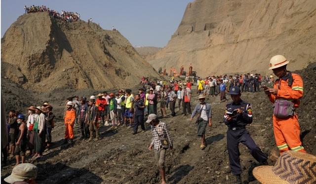Sập mỏ khai thác ngọc ở Myanmar, hơn 50 người nghi thiệt mạng - 2