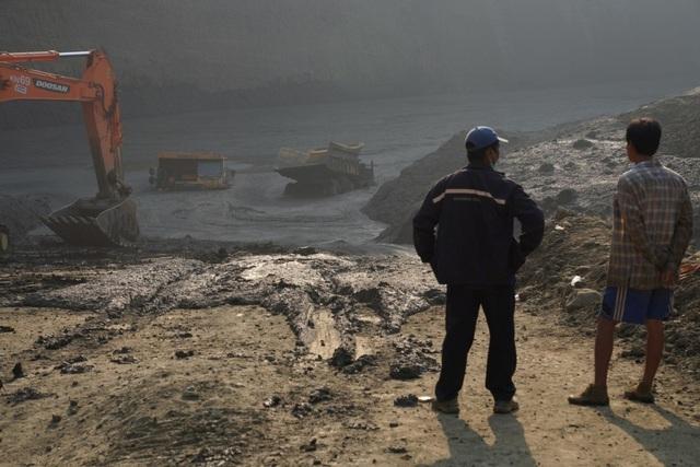 Sập mỏ khai thác ngọc ở Myanmar, hơn 50 người nghi thiệt mạng - 1