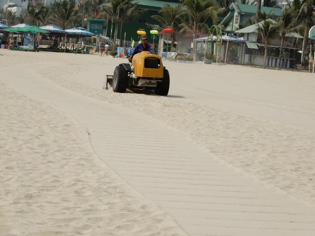 Xem máy sàng cát lọc sạch bãi biển Đà Nẵng - 2