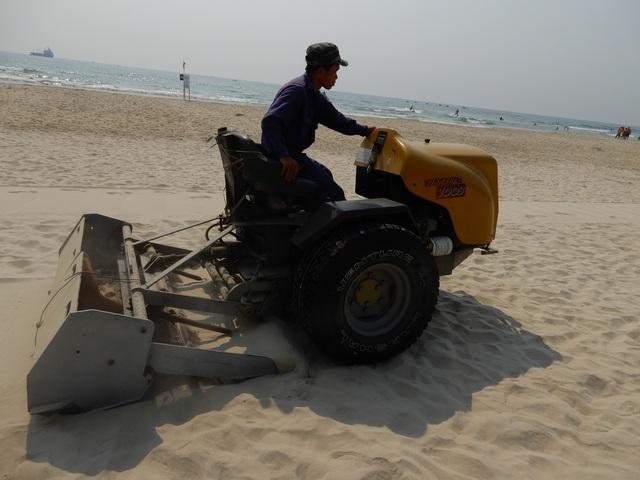 Xem máy sàng cát lọc sạch bãi biển Đà Nẵng - 1