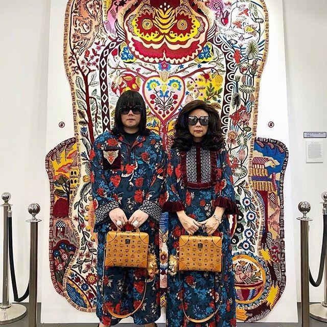 """Thái Lan: Cặp mẹ con nổi tiếng vì diện đồ đôi trên một """"tầm cao"""" mới - 1"""
