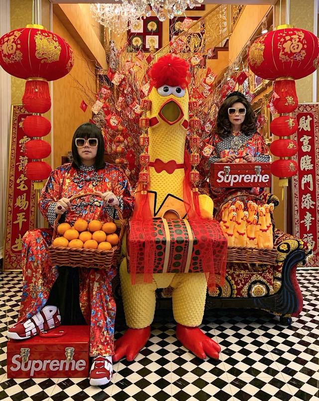 """Thái Lan: Cặp mẹ con nổi tiếng vì diện đồ đôi trên một """"tầm cao"""" mới - 4"""