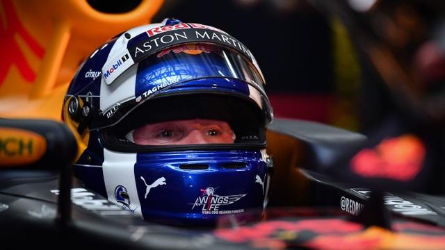 Ngồi cùng David Coulthard trong chiếc xe đua F1 biểu diễn tại Hà Nội - 2