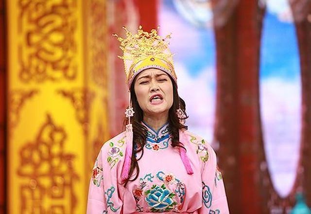 """Danh hài Vân Dung U40 vẫn trẻ đẹp với phong cách thời trang """"ăn gian tuổi"""" - 1"""