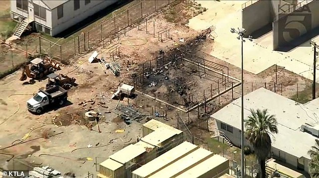 Máy bay ném bom Mỹ rơi trúng nhà tù, phi công tử nạn - 2