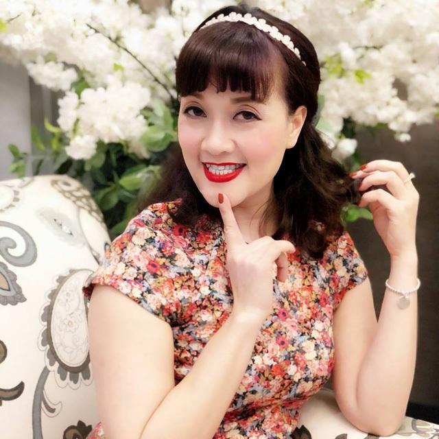 """Danh hài Vân Dung U40 vẫn trẻ đẹp với phong cách thời trang """"ăn gian tuổi"""" - 5"""