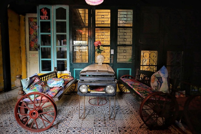 Độc đáo quán cà phê được làm từ... phế liệu ở Hà Nội - 3