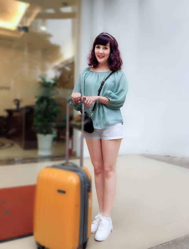 """Danh hài Vân Dung U40 vẫn trẻ đẹp với phong cách thời trang """"ăn gian tuổi"""" - 7"""