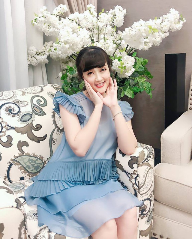 """Danh hài Vân Dung U40 vẫn trẻ đẹp với phong cách thời trang """"ăn gian tuổi"""" - 3"""
