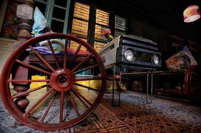 Độc đáo quán cà phê được làm từ... phế liệu ở Hà Nội - 6