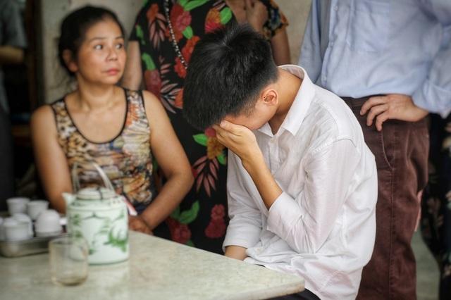 """Lời kể đẫm nước mắt của con trai nữ lao công bị """"xe điên"""" đâm tử vong ở Hà Nội - 9"""