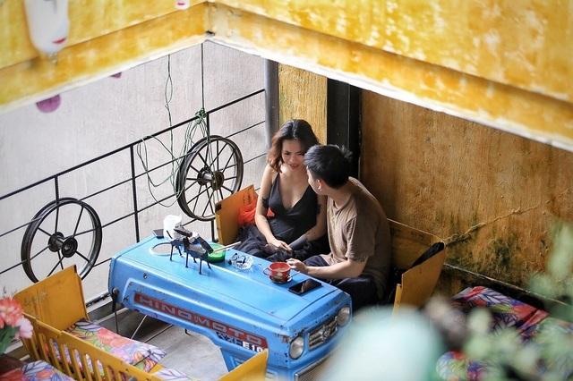 Độc đáo quán cà phê được làm từ... phế liệu ở Hà Nội - 9