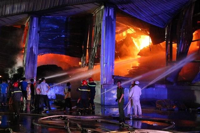 Lửa bao trùm gần 10 tiếng ở nơi từng diễn tập chữa cháy trong 20 phút - 6