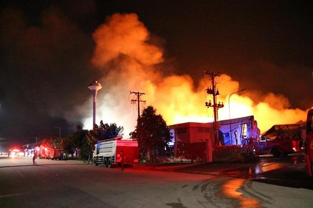 Lửa bao trùm gần 10 tiếng ở nơi từng diễn tập chữa cháy trong 20 phút - 5