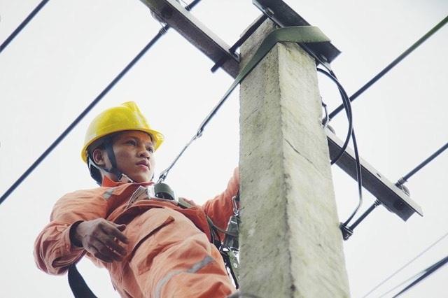 """EVNNPC tung """"chiêu"""" gì tiết kiệm điện cho doanh nghiệp cao điểm nắng nóng 2019? - 2"""