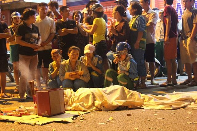 Nữ lao công bị xe điên tông chết trong đêm khuya, 2 đứa con thơ bơ vơ mất mẹ! - 1