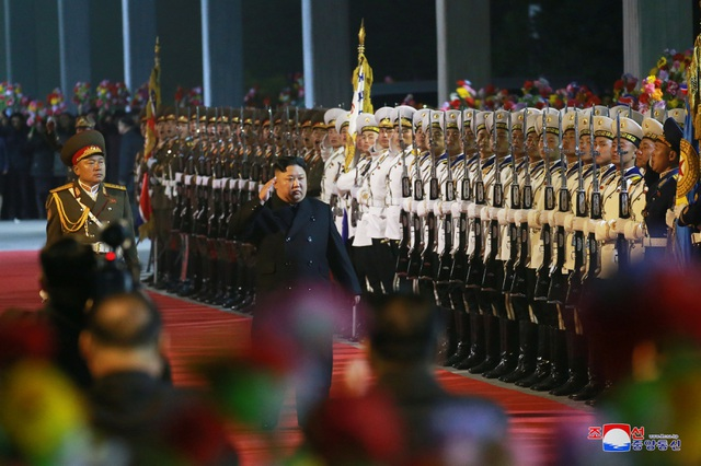 Những hình ảnh đầu tiên của ông Kim Jong-un trong chuyến thăm Nga - 1