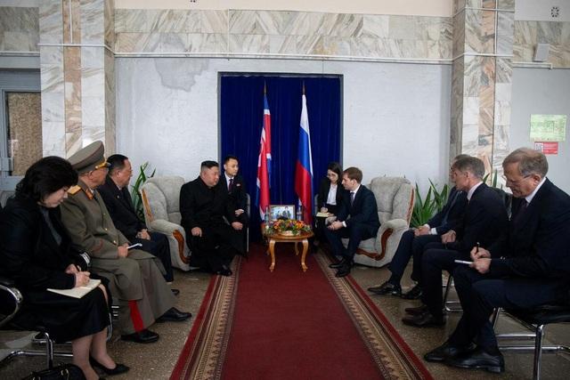 Những hình ảnh đầu tiên của ông Kim Jong-un trong chuyến thăm Nga - 9