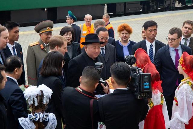 Những hình ảnh đầu tiên của ông Kim Jong-un trong chuyến thăm Nga - 8