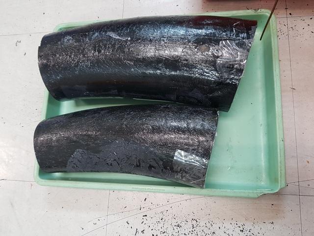 ngà voi nguỵ trang trong thùng tôm hùm và cá khô