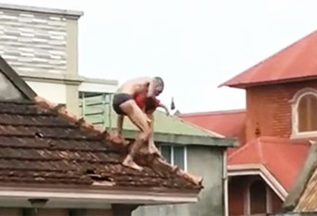 Phạt tù người cha ngáo đá kéo con lên mái nhà rồi làm rơi xuống dưới - 2
