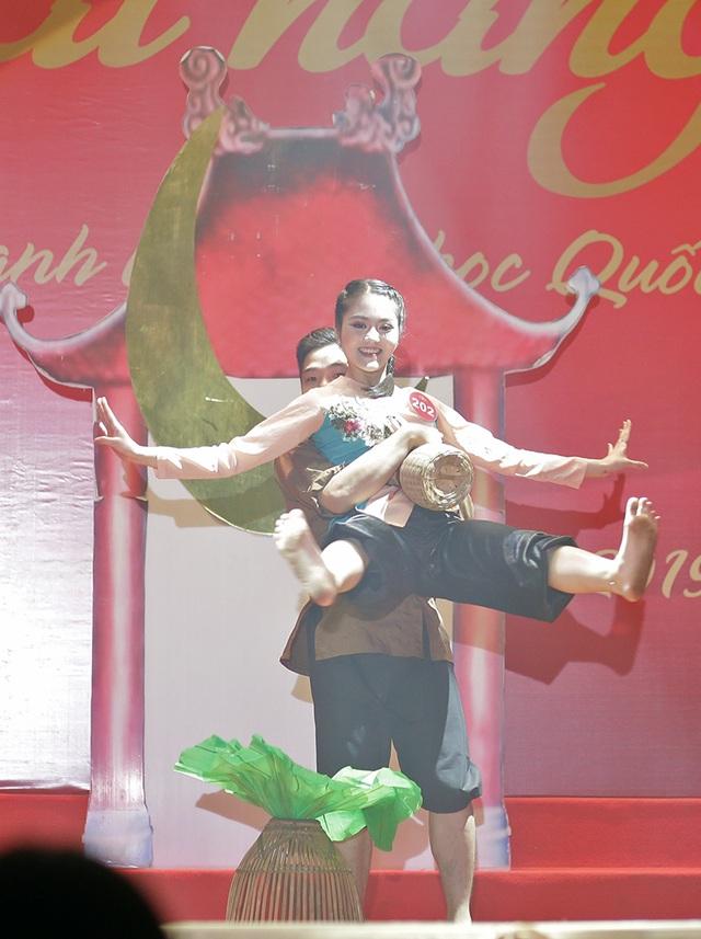 Ngắm vũ điệu quyến rũ của nữ sinh ĐH Quốc gia Hà Nội - 9