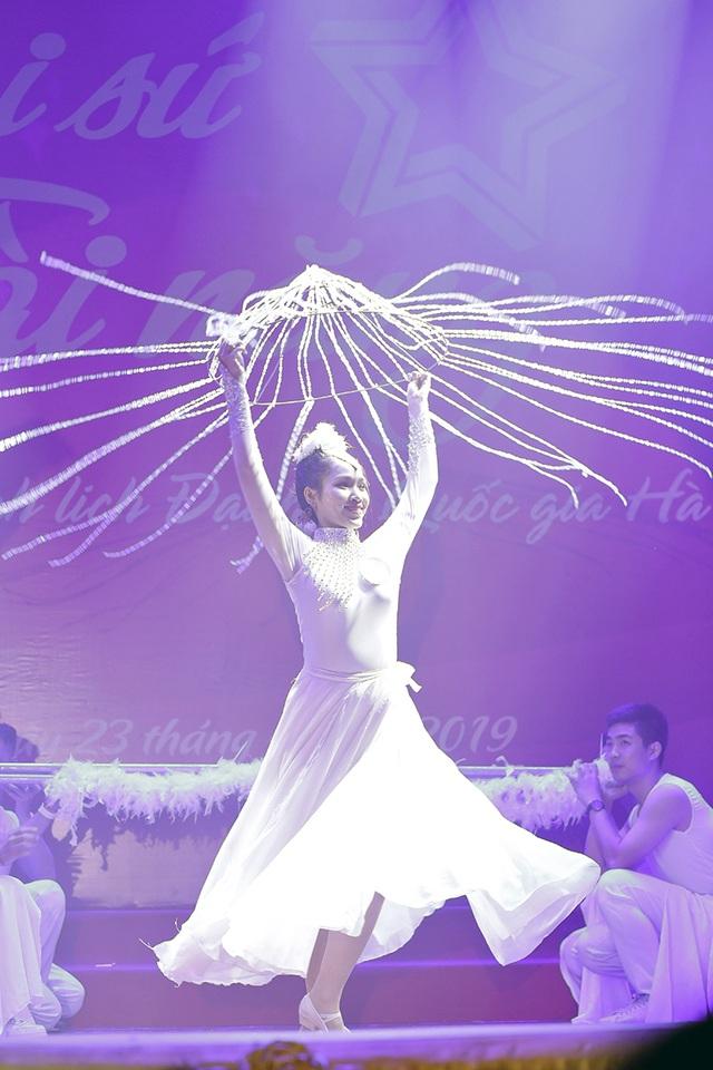 Ngắm vũ điệu quyến rũ của nữ sinh ĐH Quốc gia Hà Nội - 11