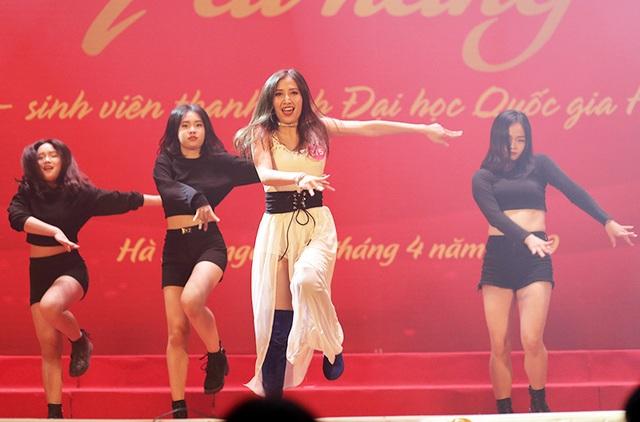 Ngắm vũ điệu quyến rũ của nữ sinh ĐH Quốc gia Hà Nội - 2