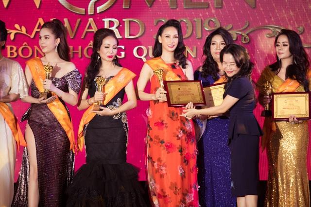 """Paris Vũ giành giải """"Bông hồng quyền lực 2019"""", diễn vedette thời trang - 5"""