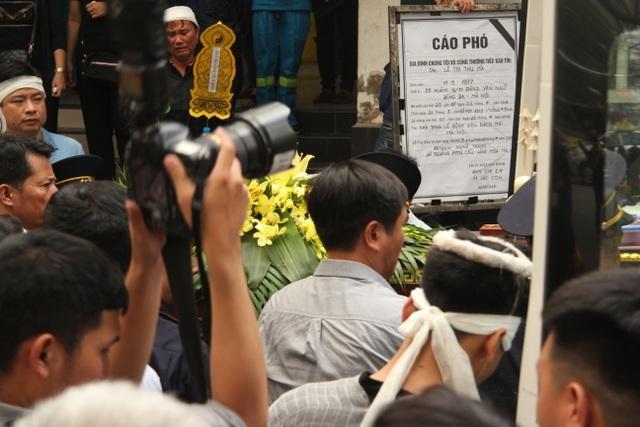"""Xót xa cảnh hai con khóc lặng trong lễ tang nữ công nhân môi trường bị """"xe điên"""" tông - 9"""