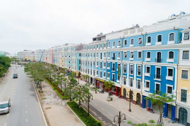 """Shophouse biến hóa thành khách sạn, nhà hàng """"sang xịn"""" trên dãy phố mới ở Hạ Long - 1"""