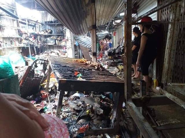 Chợ cháy ngùn ngụt lúc nửa đêm, tiểu thương bất lực đứng nhìn tài sản thành tro - 14
