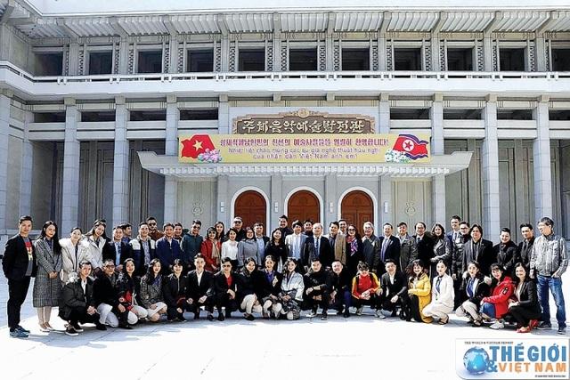 Chuyến lưu diễn đặc biệt tại Triều Tiên - 1