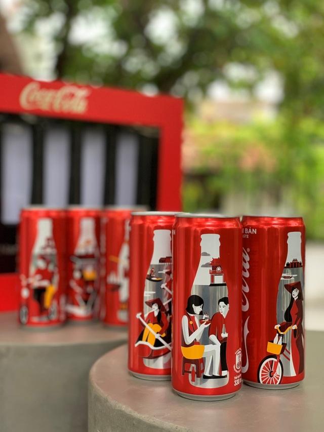 Coca-Cola ra mắt bộ 6 lon phiên bản đặc biệt in hình áo dài, gánh hàng rong Việt - 1