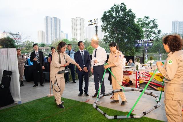 Đại sứ quán Anh tổ chức tiệc sinh nhật thứ 93 của Nữ Hoàng - 8