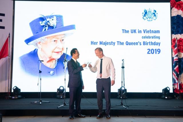 Đại sứ quán Anh tổ chức tiệc sinh nhật thứ 93 của Nữ Hoàng - 2