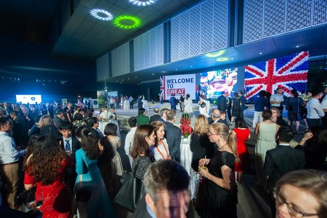 Đại sứ quán Anh tổ chức tiệc sinh nhật thứ 93 của Nữ Hoàng - 7