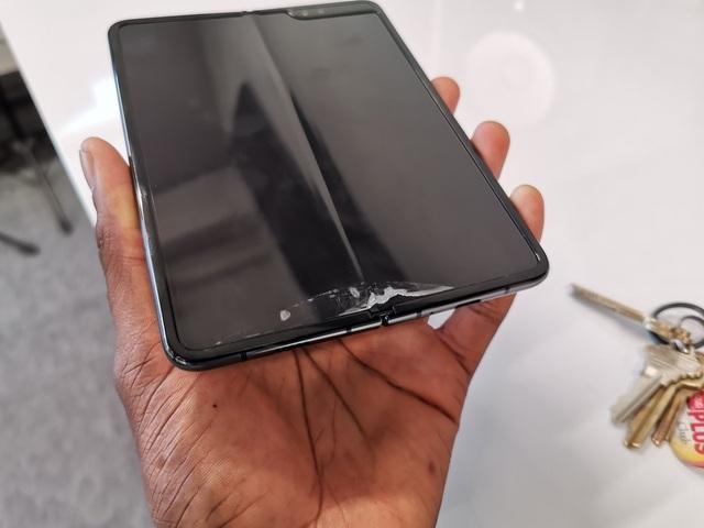 Hé lộ những nguyên nhân ban đầu khiến màn hình Galaxy Fold dễ bị vỡ - 1