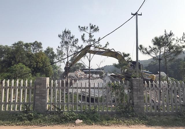 Sóc Sơn đang phá dỡ các công trình vi phạm trên đất rừng - 4