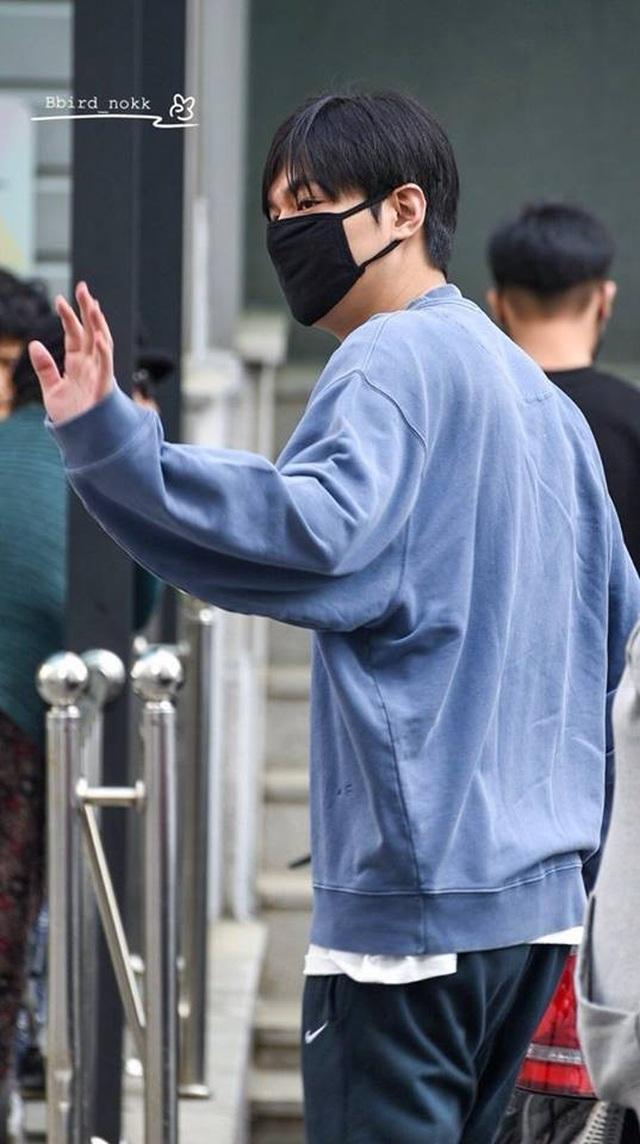 Fan tụ tập đón Kim Tan Lee Min Ho xuất ngũ - 13