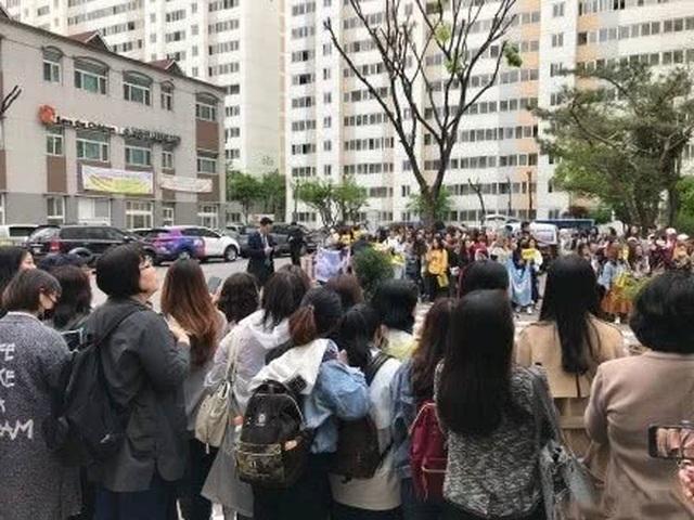 Fan tụ tập đón Kim Tan Lee Min Ho xuất ngũ - 3