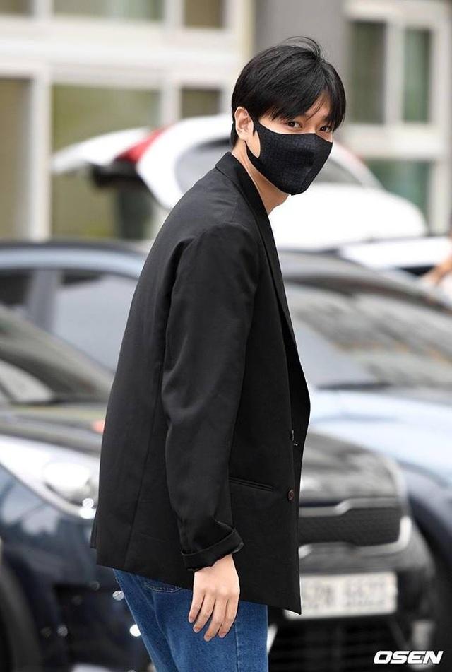 Fan tụ tập đón Kim Tan Lee Min Ho xuất ngũ - 9