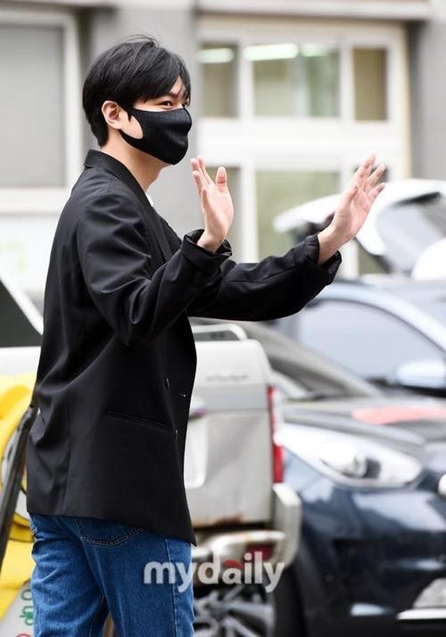 Fan tụ tập đón Kim Tan Lee Min Ho xuất ngũ - 8
