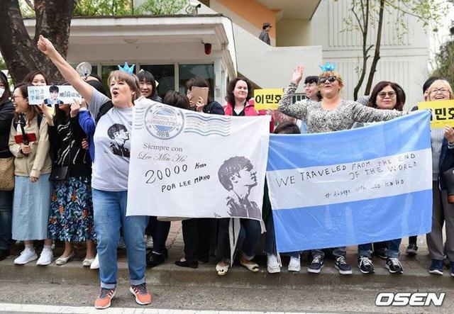 Fan tụ tập đón Kim Tan Lee Min Ho xuất ngũ - 5
