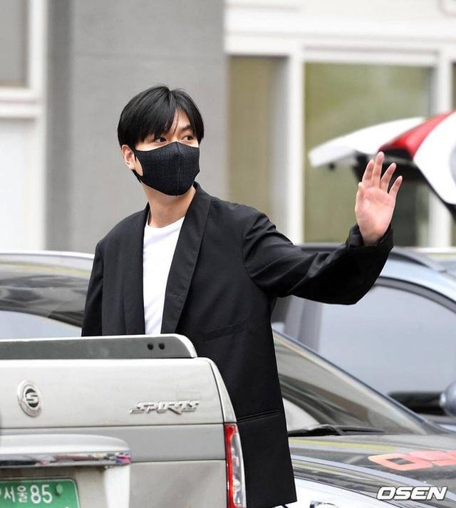Fan tụ tập đón Kim Tan Lee Min Ho xuất ngũ - 1