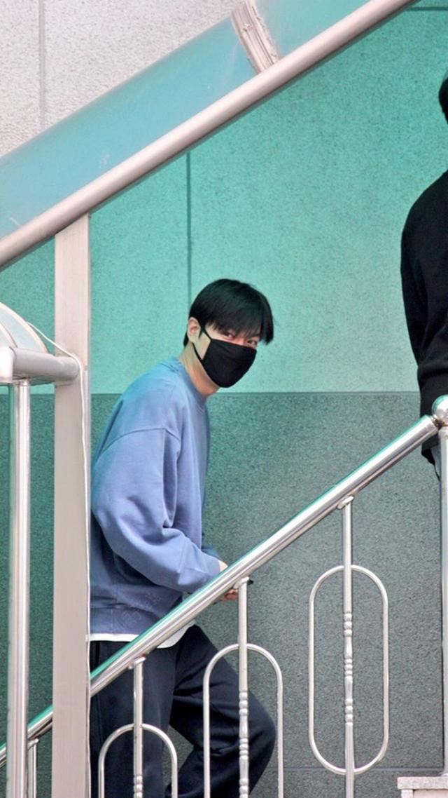 Fan tụ tập đón Kim Tan Lee Min Ho xuất ngũ - 11