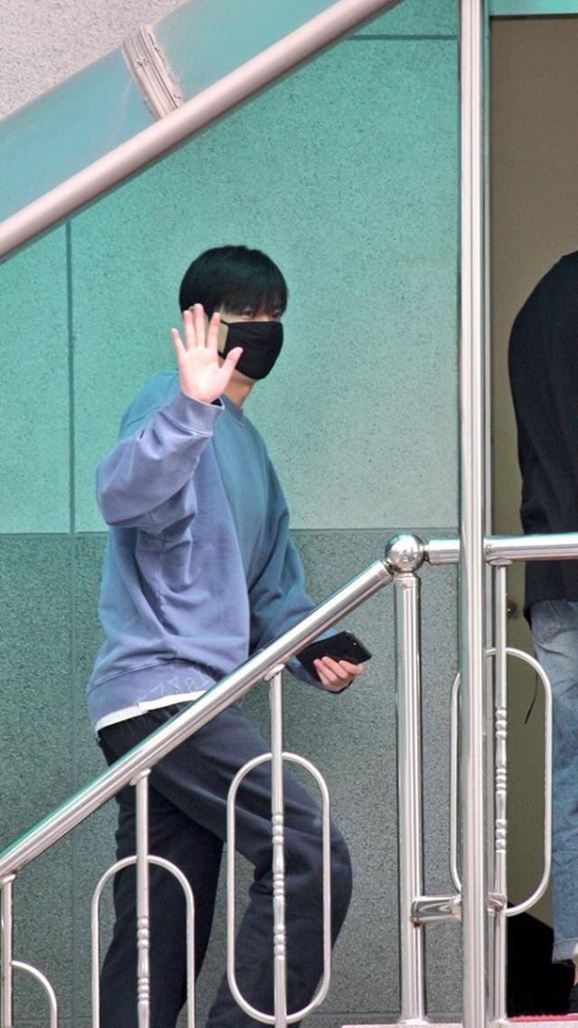 Fan tụ tập đón Kim Tan Lee Min Ho xuất ngũ - 12