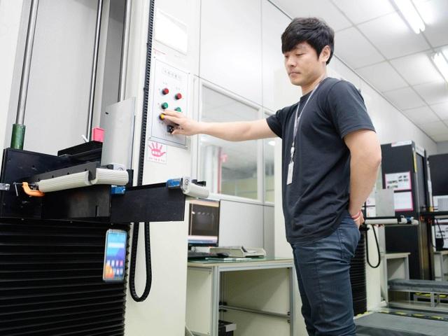 LG tính dời nhà máy sản xuất điện thoại từ Hàn Quốc về Việt Nam - 1