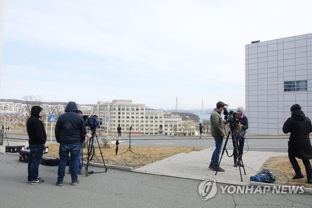 Ông Putin lần đầu gặp ông Kim Jong-un, ủng hộ Triều Tiên bình thường hóa quan hệ với Mỹ - 6