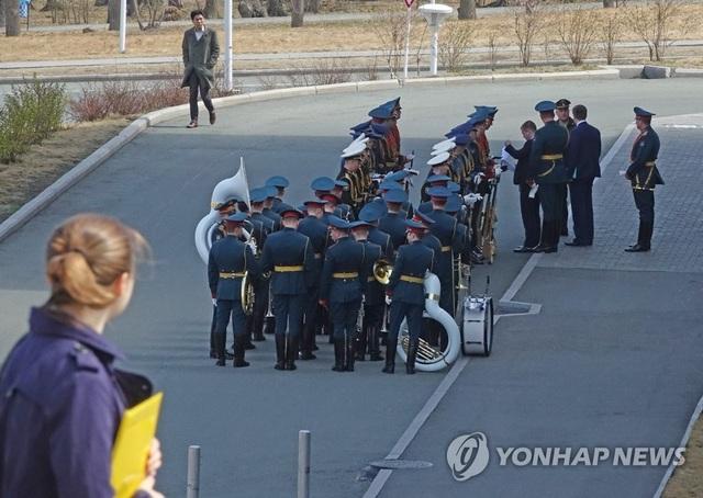 Ông Putin lần đầu gặp ông Kim Jong-un, ủng hộ Triều Tiên bình thường hóa quan hệ với Mỹ - 5